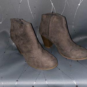 Grey Old Navy Women's Booties Size 8